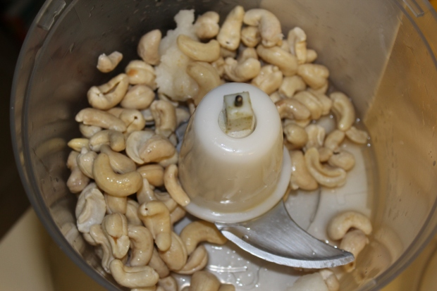 Put the cashews, vanilla extract, coconut oil and lemon juice into the food processor